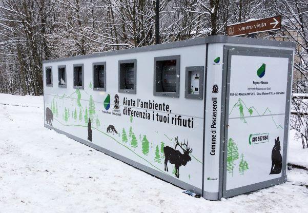 Ecoisola point d'apport collectif de déchets design